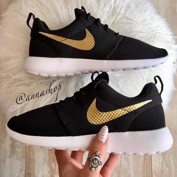 3eaab9d26b47 NWT Nike ID Roshe One Custom Gold Swoosh